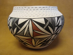 Native American Acoma Indian Pottery Hand Painted Etched Pot by B. Garcia